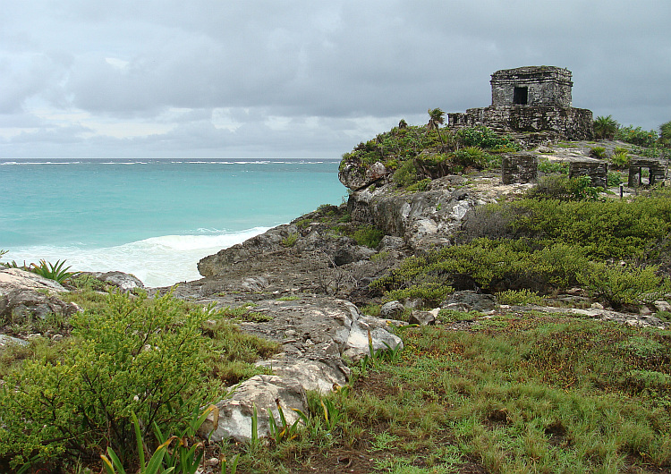 Mayan temple in Tulum with the Caribbean Sea