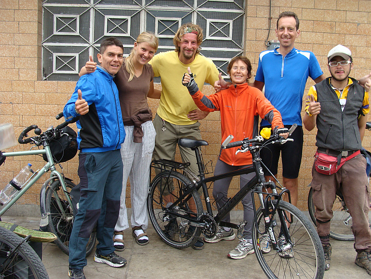 Before the Casa de Ciclistas. From left to right: Lucho, Milena, Oliver, me and Andrés