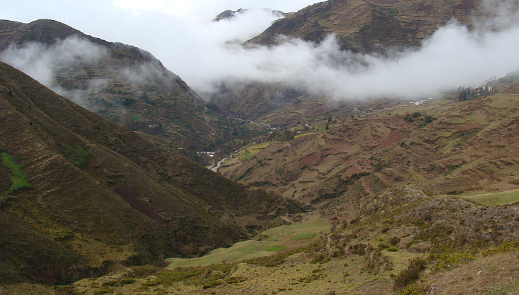 Landscape on the descent of the Corona del Inca to Huánuco