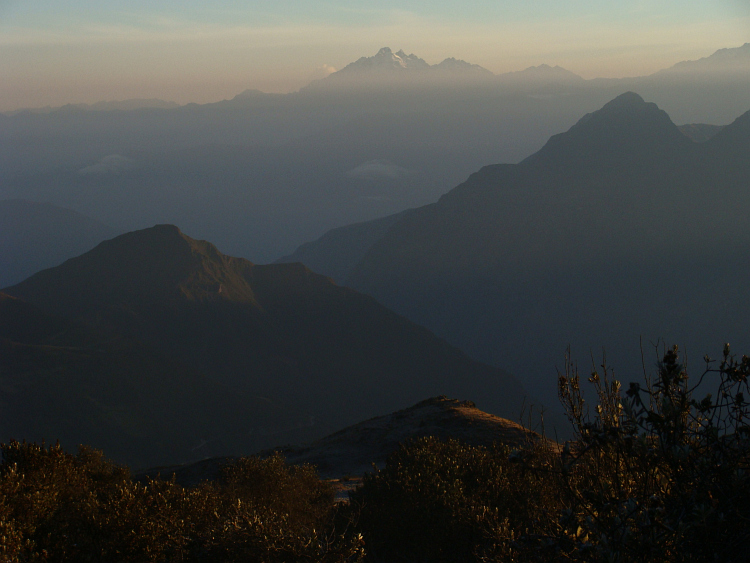 Sunrise in the mountain landscape between Andahuaylas and Abancay