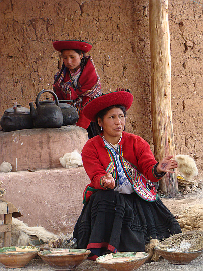 Wool painters in the Valle Sagrado