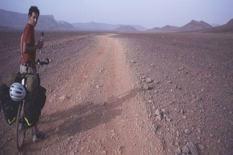 Cycling in the desert causes inward as well as outward transitions. Me, just across the pass. Picture by Marco Duiker