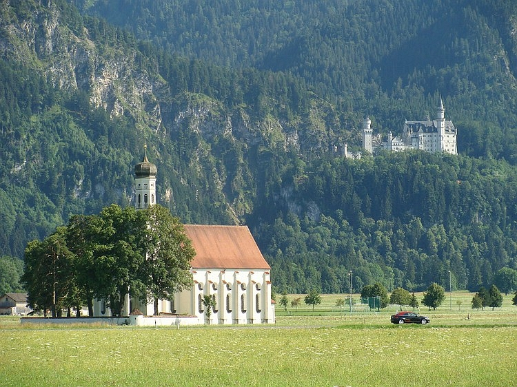 Church (foreground) and Schloß Neuschwanstein (background), Romantische Straße