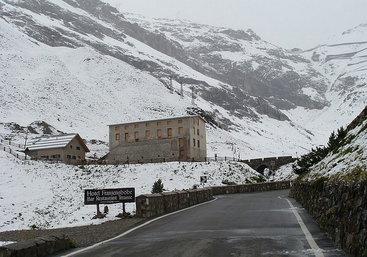The Franzenshöhe with 550 meter above the Stelvio