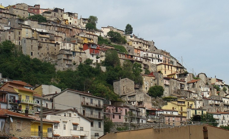 The vertical city of Capistrello, Abruzzo