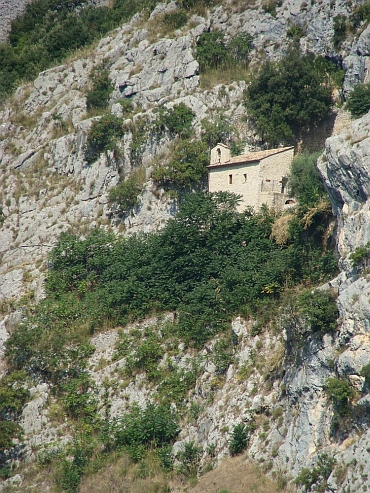 Chapel in the gorges of the Valle di Melfa between Casalvieri and Roccasecca
