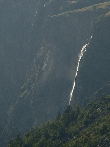 Waterfall on the descent to Bourg d'Oisans