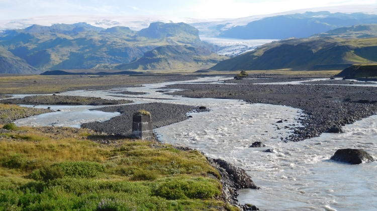 Landscape near Dyrhólaey with the ice cap Mýrdalsjökull