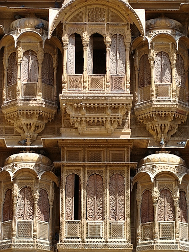 Detailed carving of the fačade of a Jaisalmer haveli